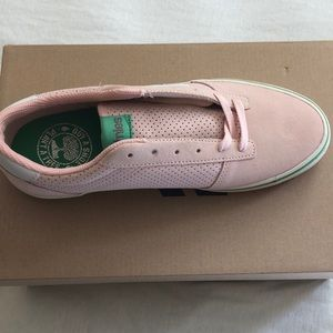 Brand new women's Etnies shoes